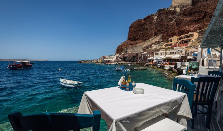 Table with sea views in Oia during luxury Greece tour